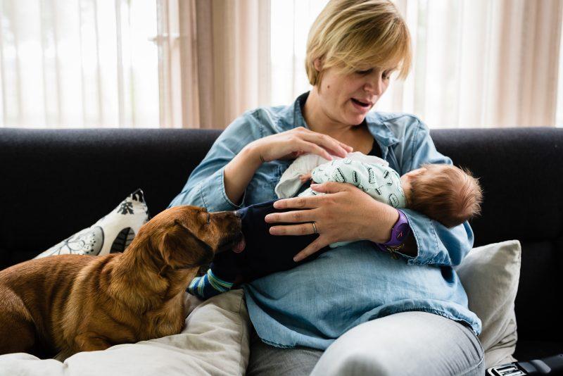 Newborn shoot gezin in Haren, fotograaf Assen, tweeling, gezinsleven