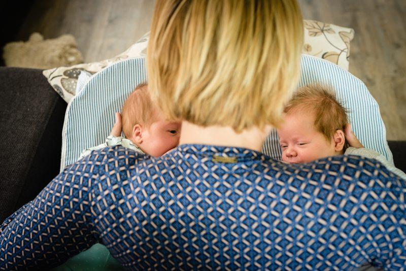 Day in the life bij gezin in Haren, fotograaf Assen, gezin, newborn tweeling