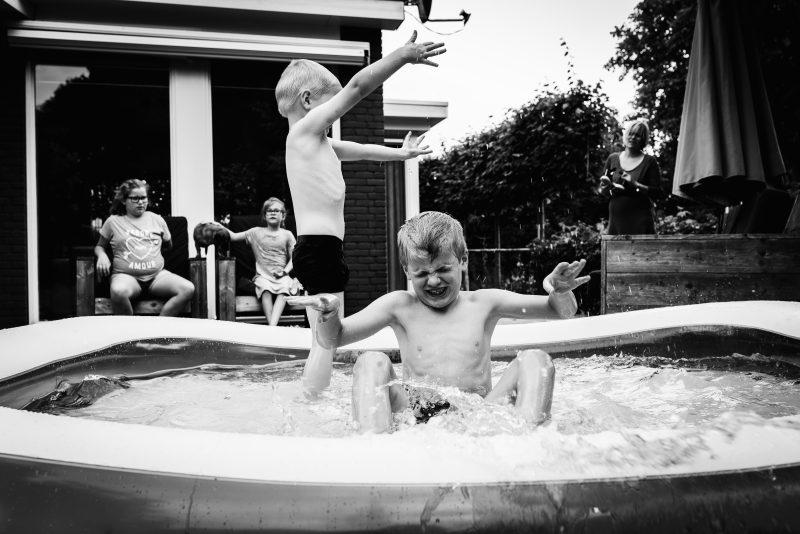 Day in the life bij gezin in Haren, fotograaf Assen, gezin, zwart/wit fotografie