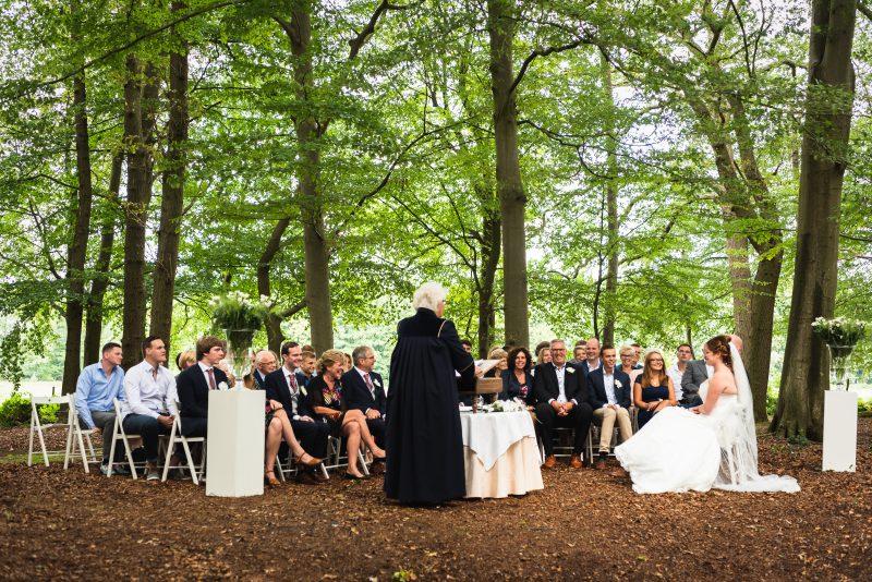 trouwen in de buitenlucht, trouwceremonie, bruid en bruidegom, trouwen in Groningen