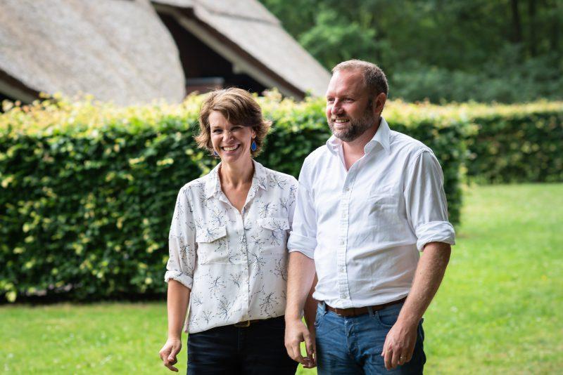 Hof van Saksen, Familie reportage, ontspannen reportage, geen geposeerd, fotograaf Assen, fotograaf Drenthe, natuurlijk licht fotograaf