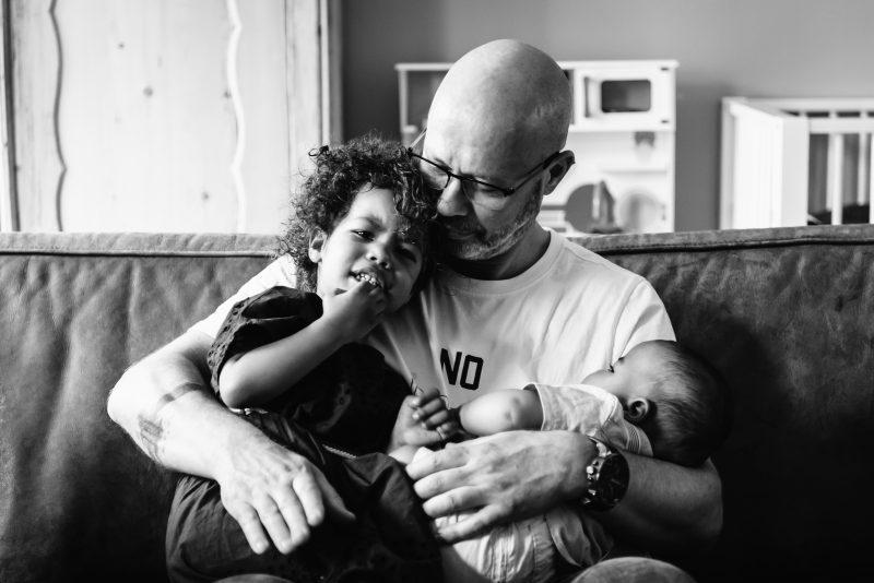 DITL, momenten uit het leven van een gezin, toosten, gezinsleven, zwart/wit fotografie