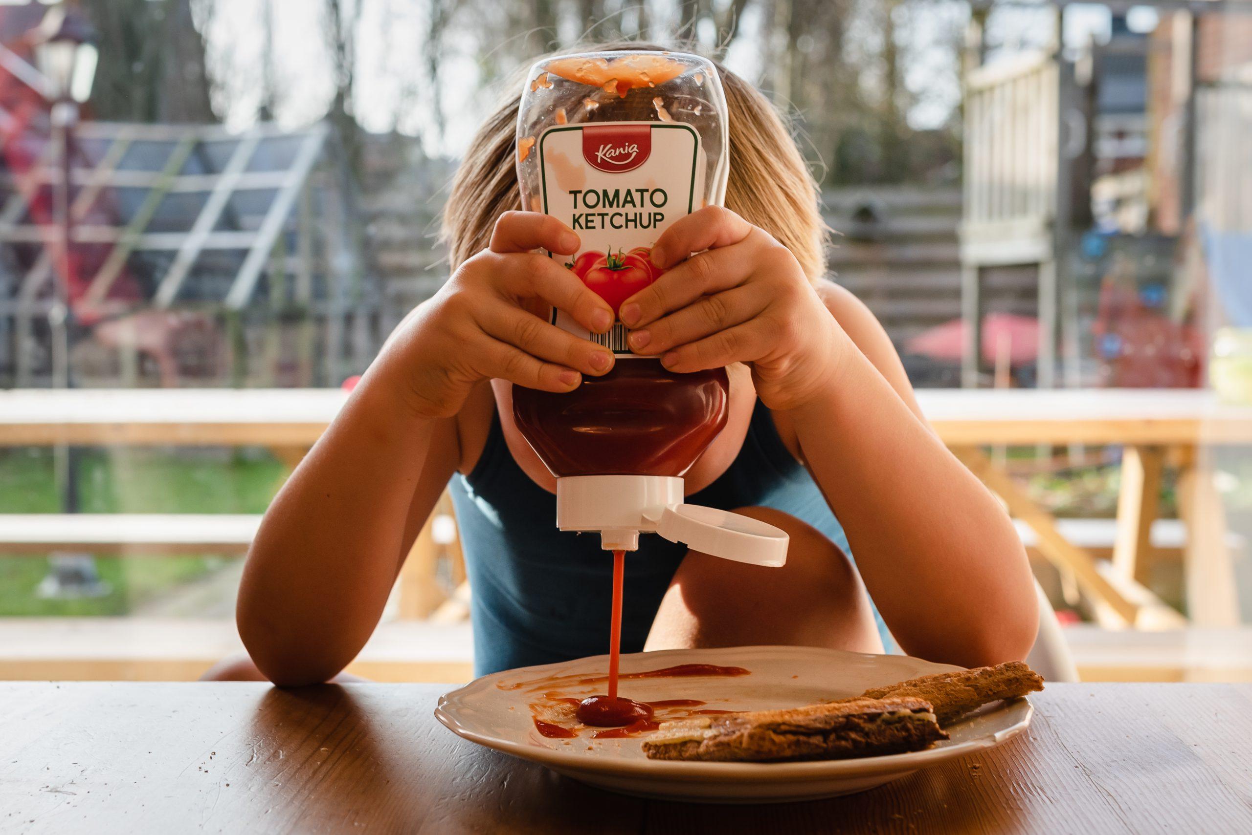Ketchup, Heinz, tosti eten, gezinsfotograaf, gezinsfotograaf Assen, gezinsfotograaf Drenthe, Familiefotograaf Assen, Familiefotograaf Drenthe, familiefotograaf