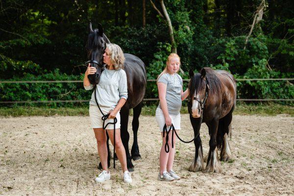 Paarden, paarden meisjes, moeder en dochter, shoot met paarden, liefde voor paarden