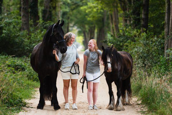 Paarden, paarden meisjes, shoot met paarden, moeder en dochter, liefde voor paarden